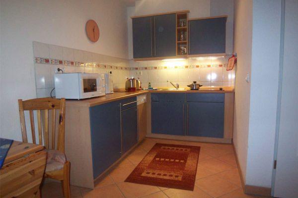 Küche der 2-Raum-Ferienwohnung im Ostseebad Binz auf Rügen - Urlaub im Feriendomizil