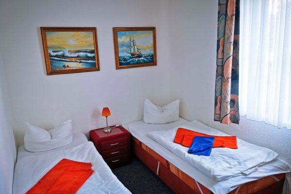 Einzelbett der 3-Raum-Appartements im Feriendomizil Binz auf Rügen