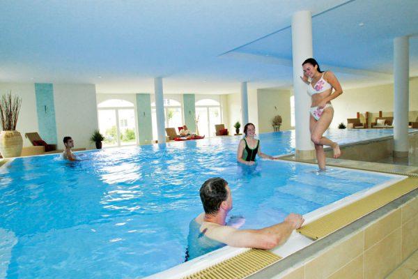 Hallenbad mit Pool im Feriendomizil Binz auf Rügen